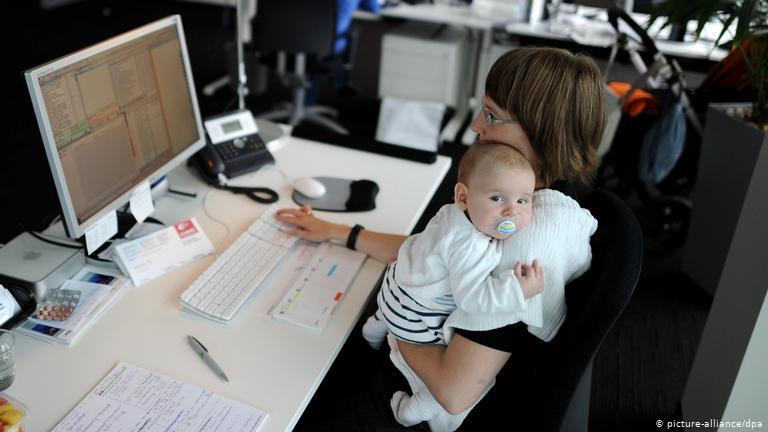 Projetos de lei podem alterar licença maternidade