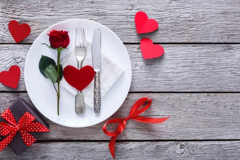 Dia dos Namorados: juntos ou separados, confira 4 tipos de presentes para comprar online e receber Cashback