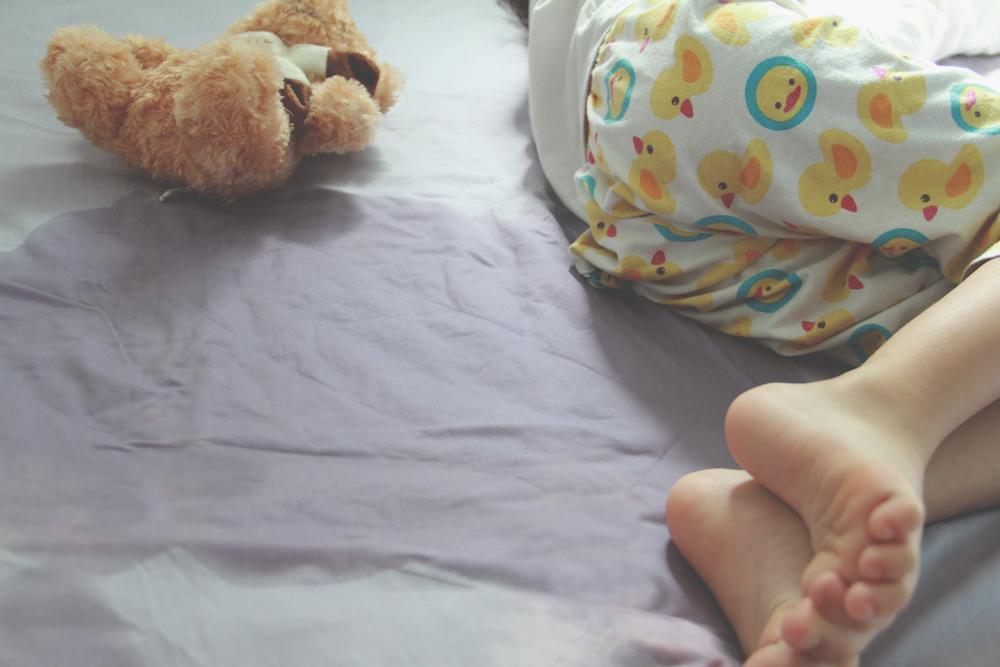 Receber punição atrapalha a melhora dos casos de xixi na cama