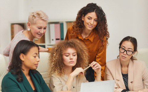 Empresas com mais mulheres têm melhor desempenho, diz Goldman Sachs