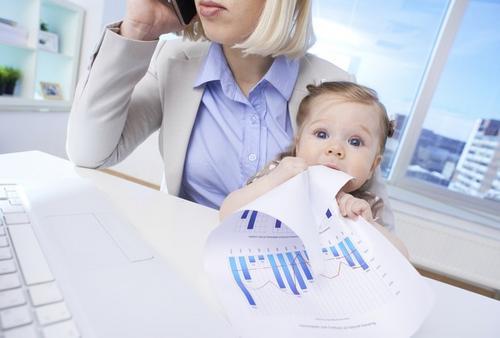 Maternidade: as mulheres muitas vezes se afastam da carreira. Porque?