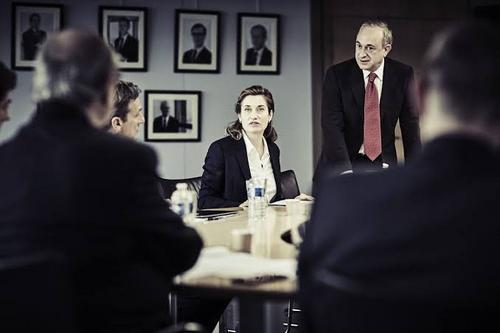 Mulheres no mercado financeiro são bloqueadas por chefes homens, aponta estudo